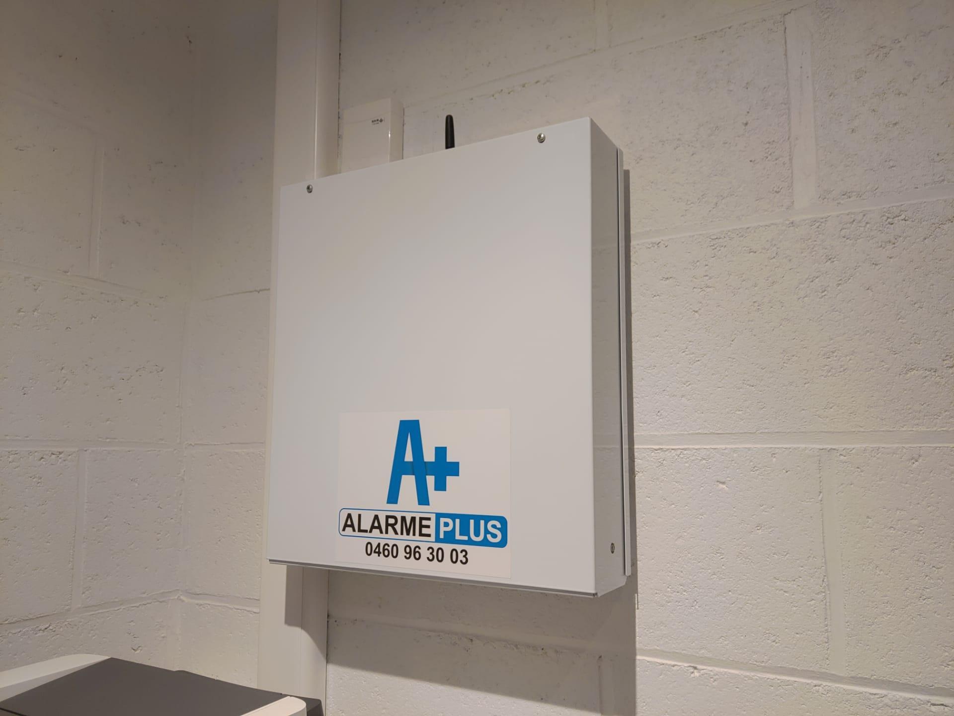 Alarme plus installation systeme alarme centrale risco